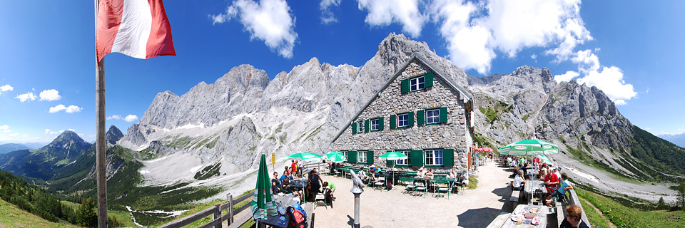 Panoramafoto: Dachsteinmassiv und Südwandhütte - Alpen
