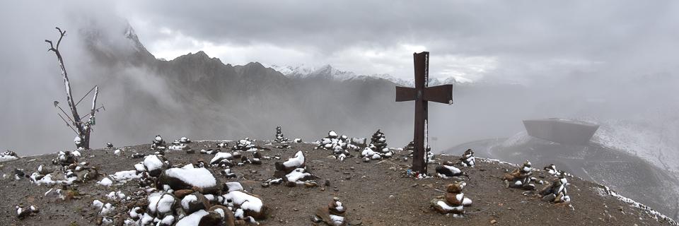 Panoramafoto: Timmelsjoch - Gipfelkreuz an der Passhöhe